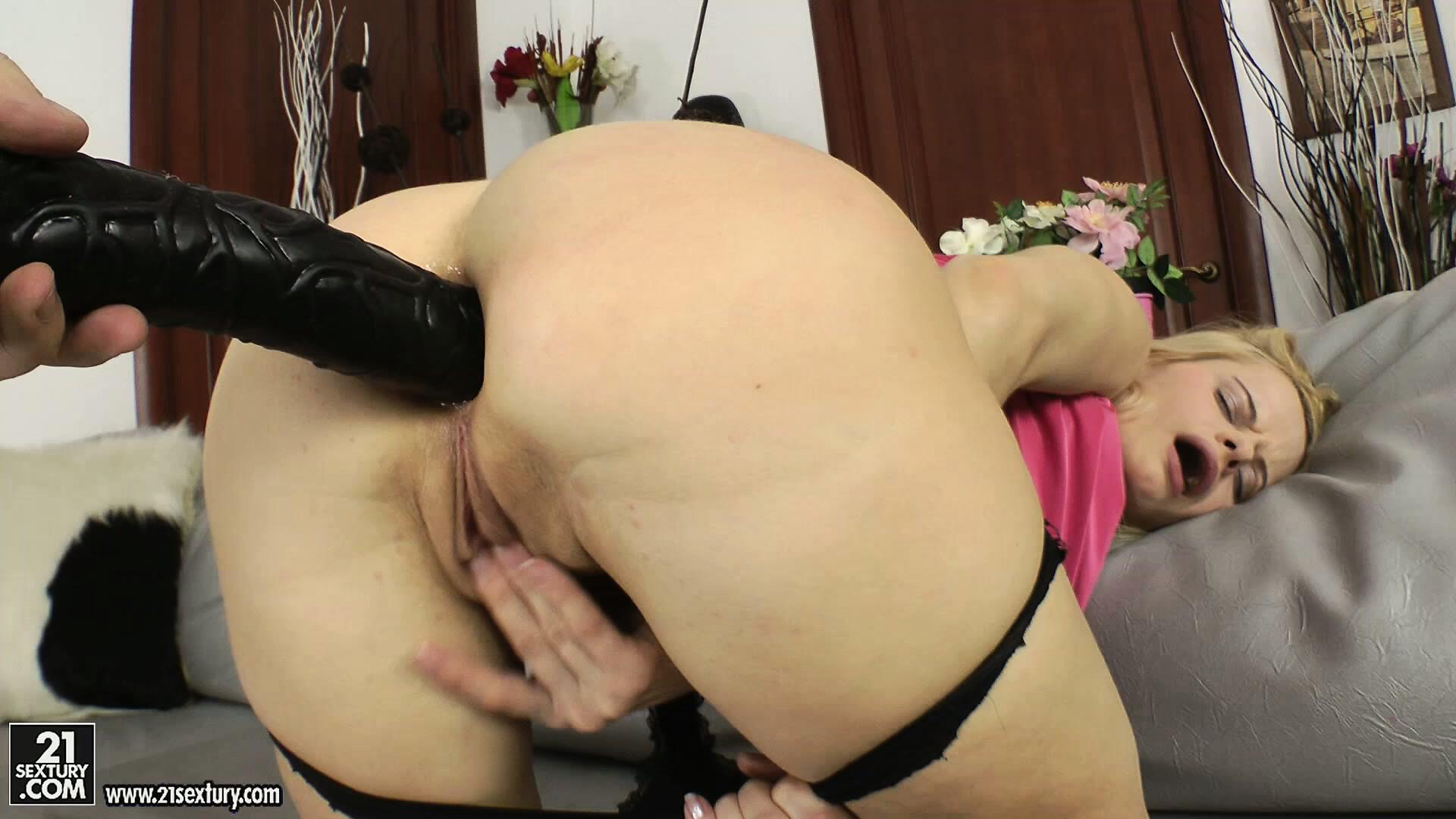 Lesbian anal strapon dancing bear.com