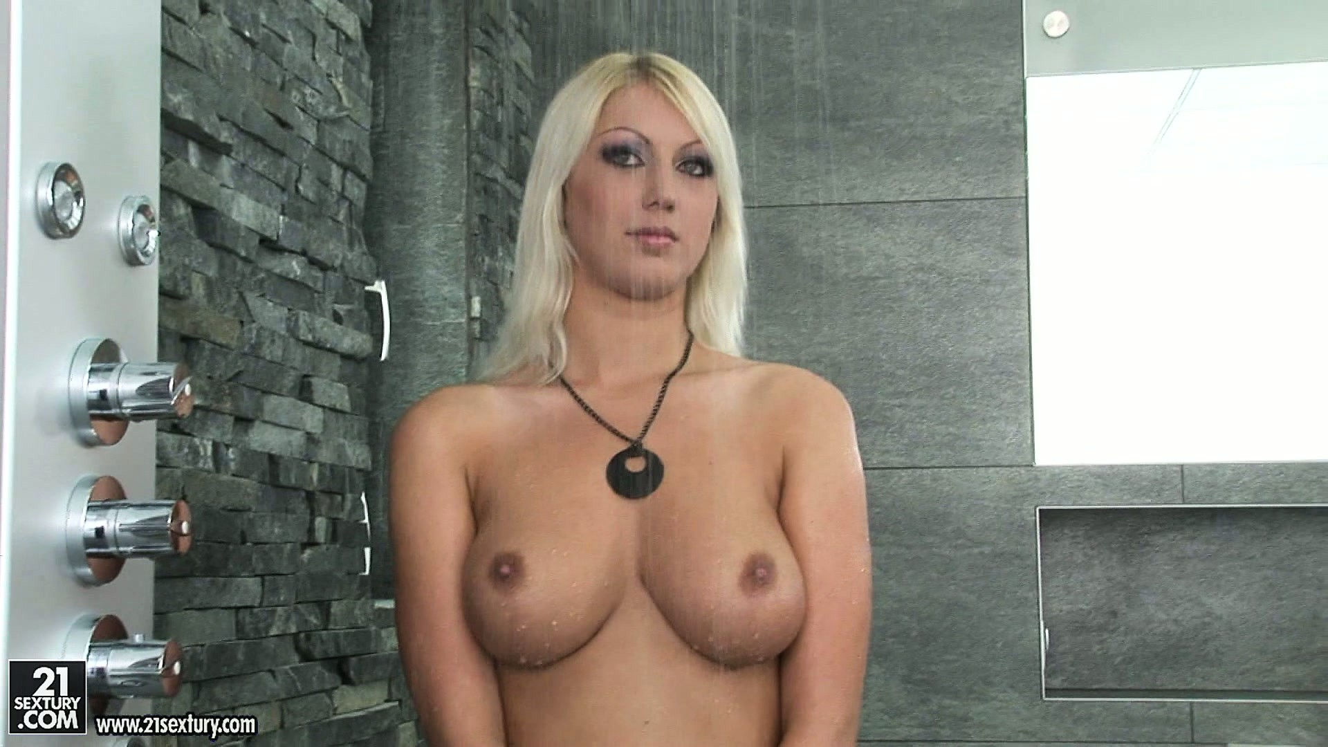 Sex Movie of Gorgeous Blonde Babe Takes A Shower After A Tough Day Making Porn