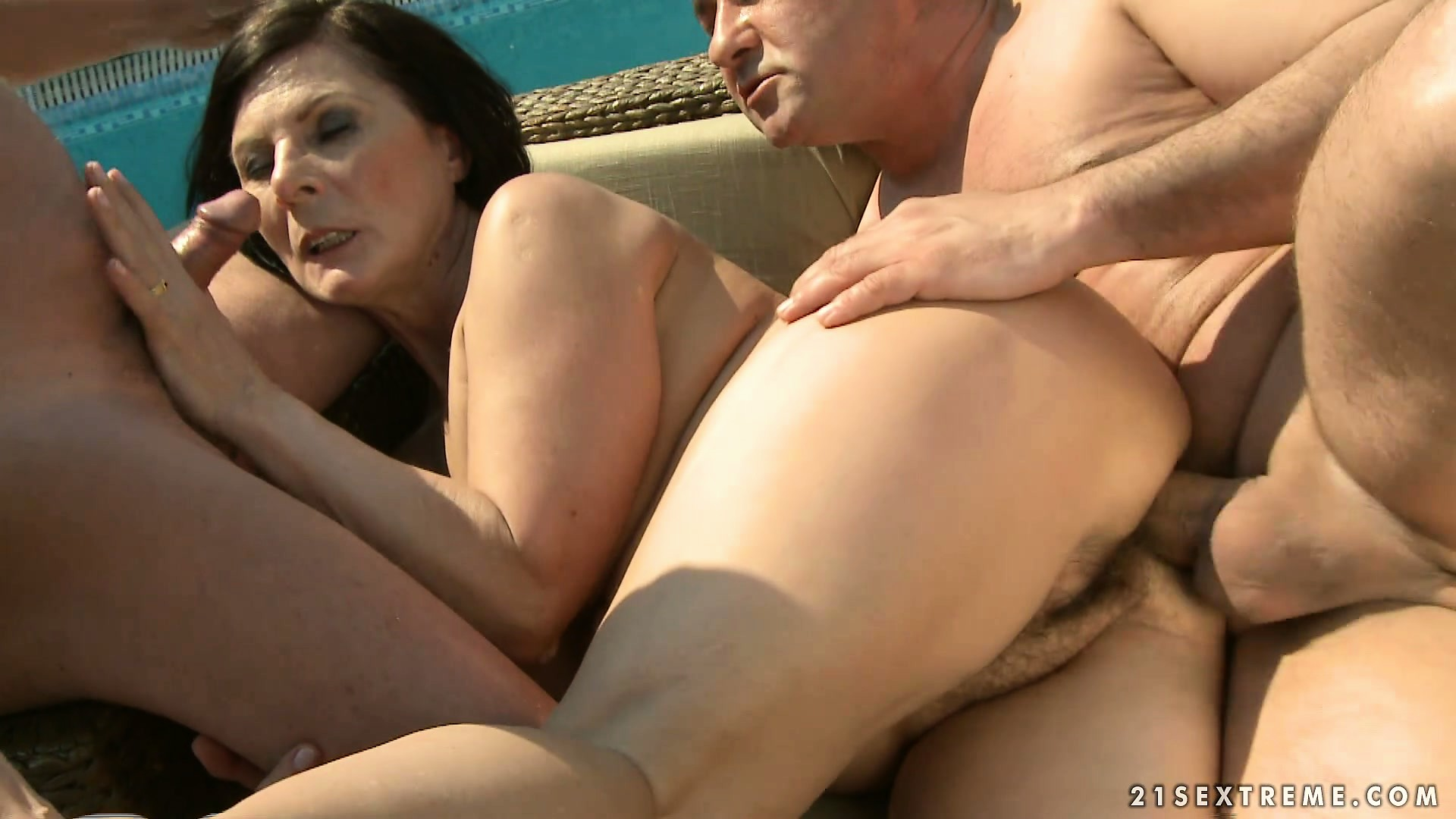 Sex Movie of She Blows Another Younger Dude In An Outside Three Way With Grandpa