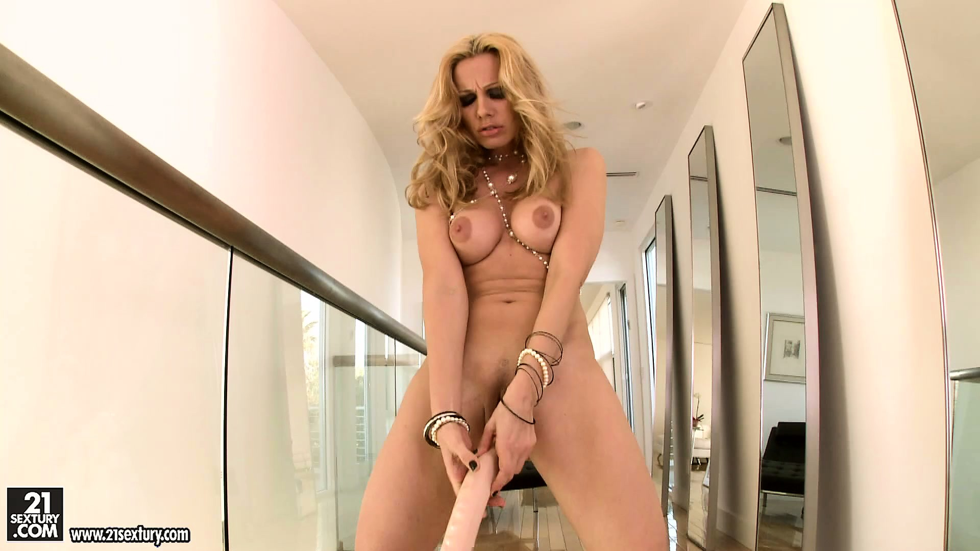 Porno Video of Hot Blonde With A Big Ass Sticks A Monstrous Dildo Into Her Cunt