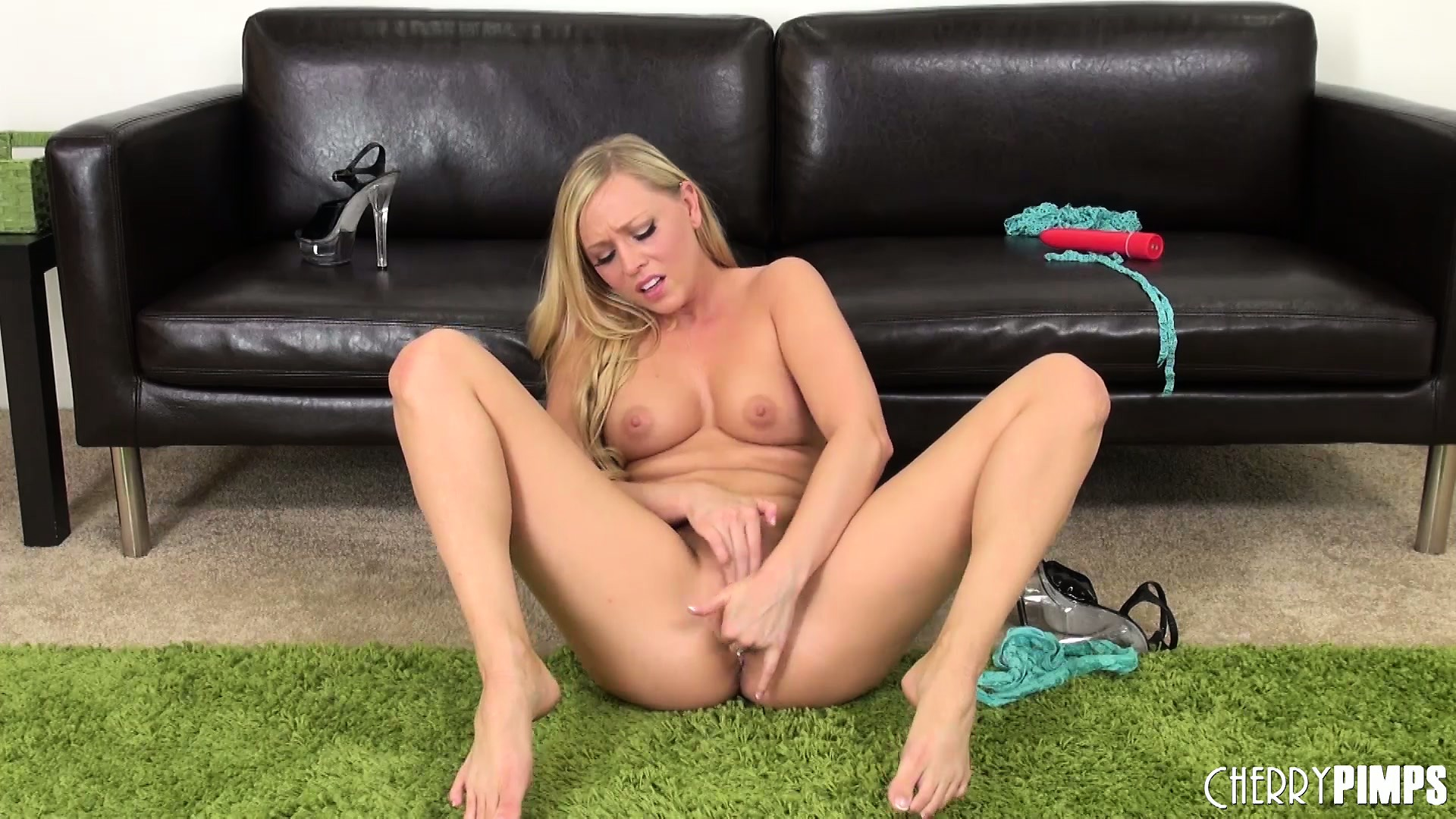Porno Video of Brea Bennett Is Putting On One Hell Of A Show Playing With Her Snatch
