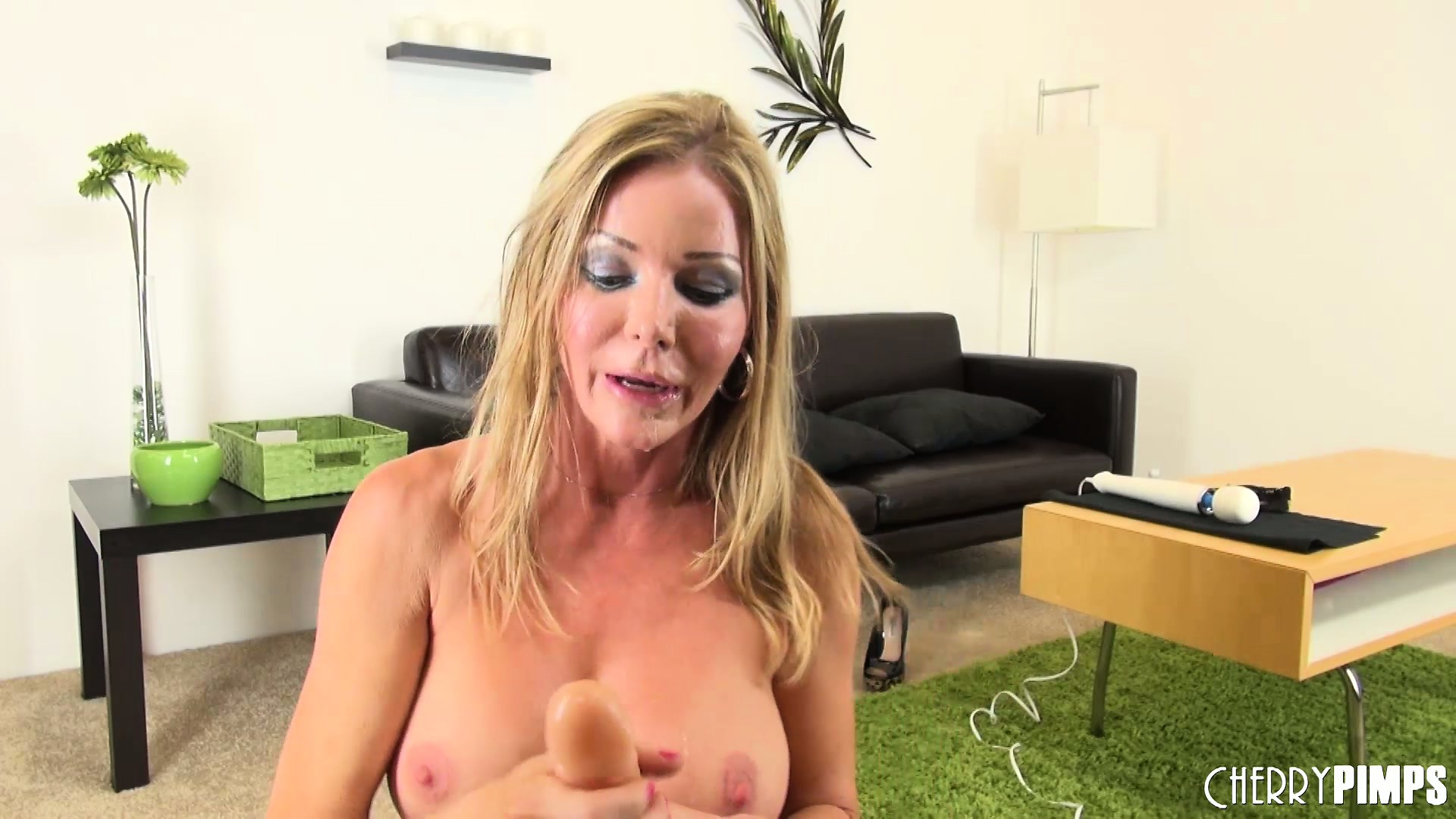 Porno Video of Amber Michaels Will Never Say No If Someone Asks Her To Show The Goodies