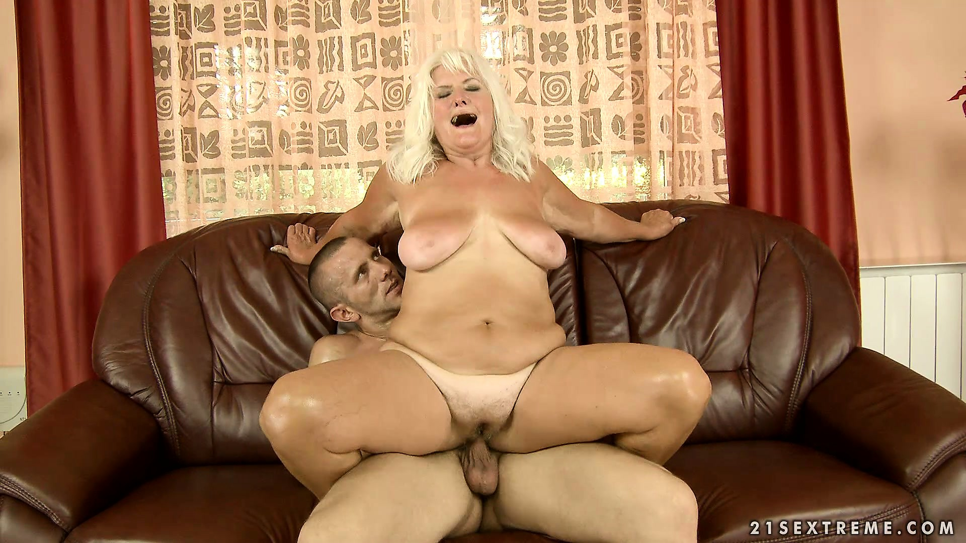 Porno Video of Fat Blonde Hoochie Screams Her Head Off Riding On A Young Dick