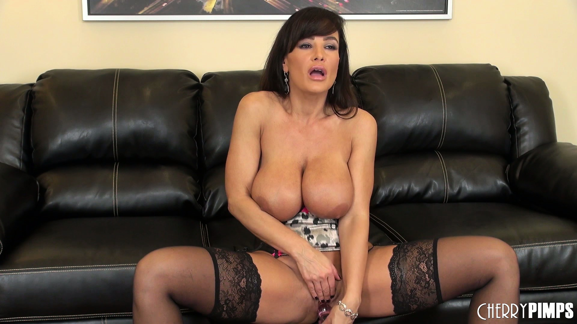 Porno Video of Lisa Ann Spreads Her Legs Wide Open And Fucks Herself With A Dildo