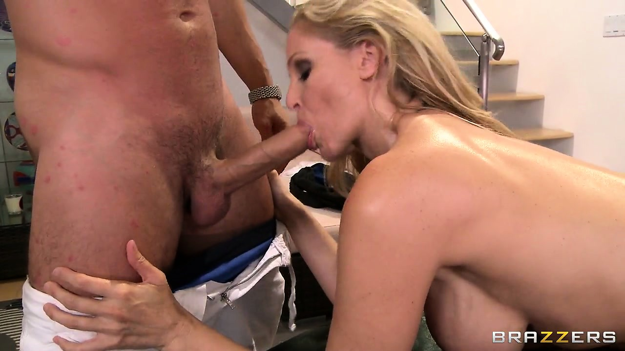 Sex Movie of Busty Blonde Momma Gets More Than A Hot Massage From The Masseur