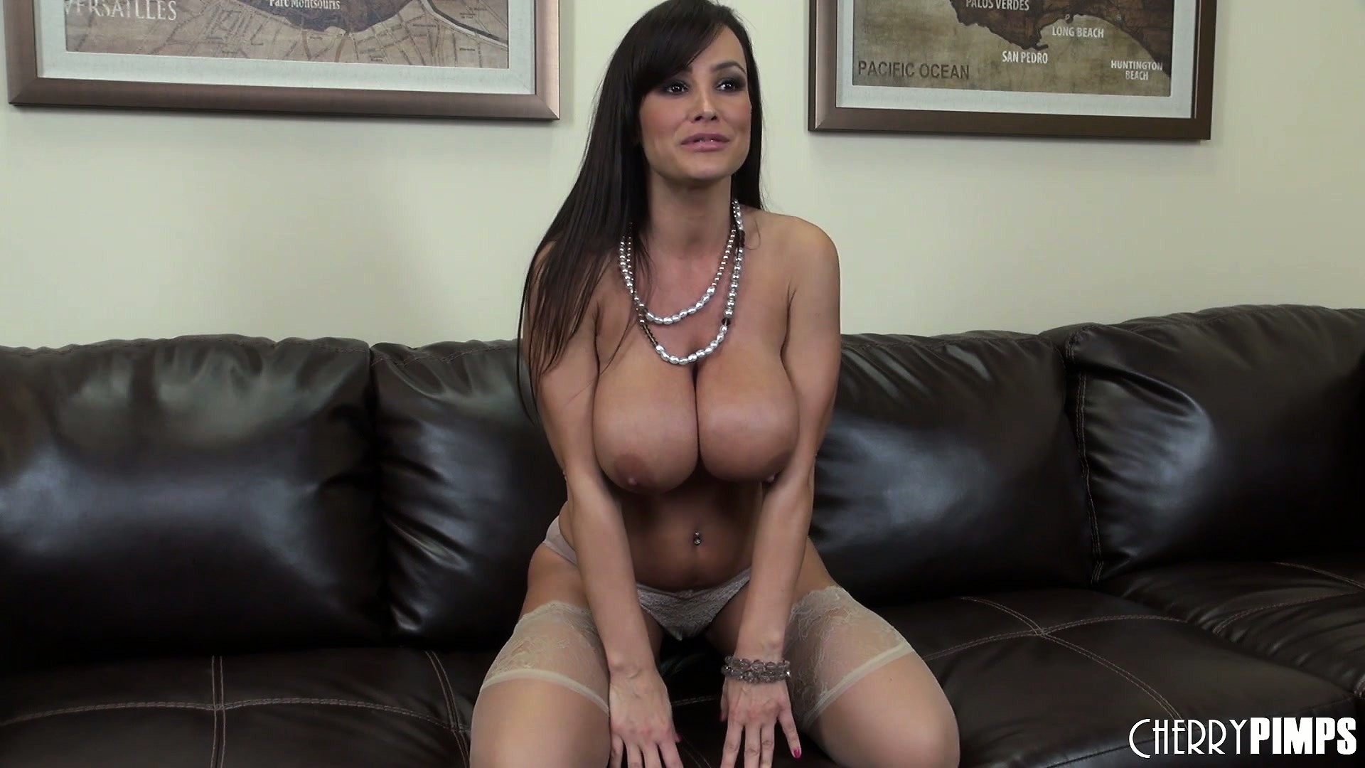 Sex Movie of The Sexy Cougar Seductively Takes Her Bra Off Revealing Her Huge Boobs