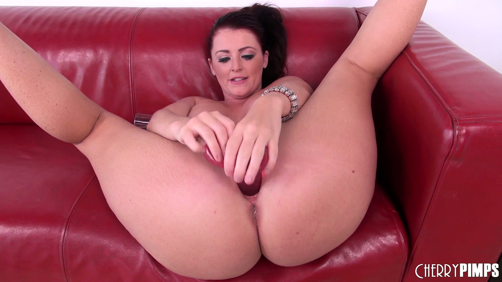 Porno Video of Sophie Dee Having A Good Time With Her Toys And Showing Off Her Ass