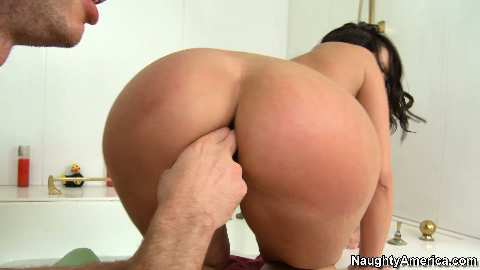 Porno Video of Kelly Divine Puts Her Awesome Big Ass On A Lucky Dude's Face