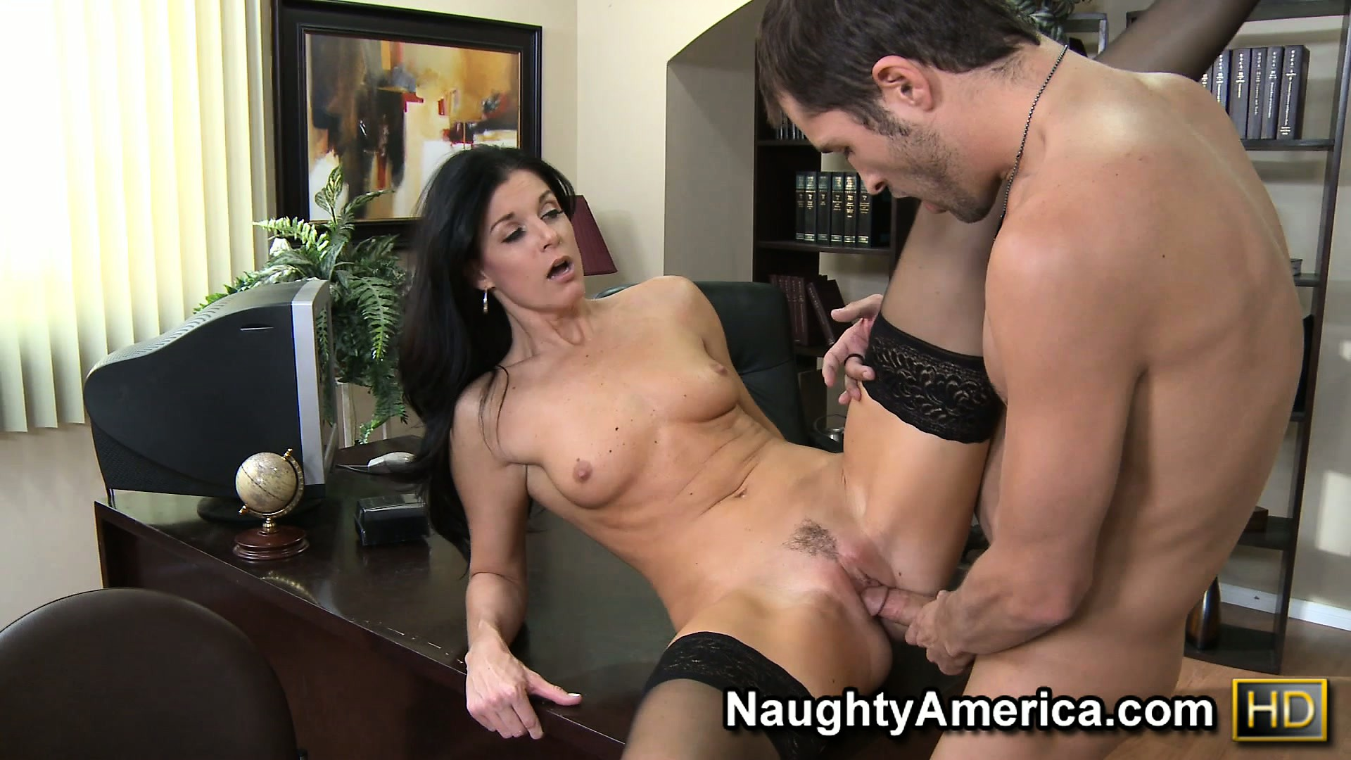 Porno Video of India Summer Drains Every Drop Of Fluid From This Jizz Masters Sack