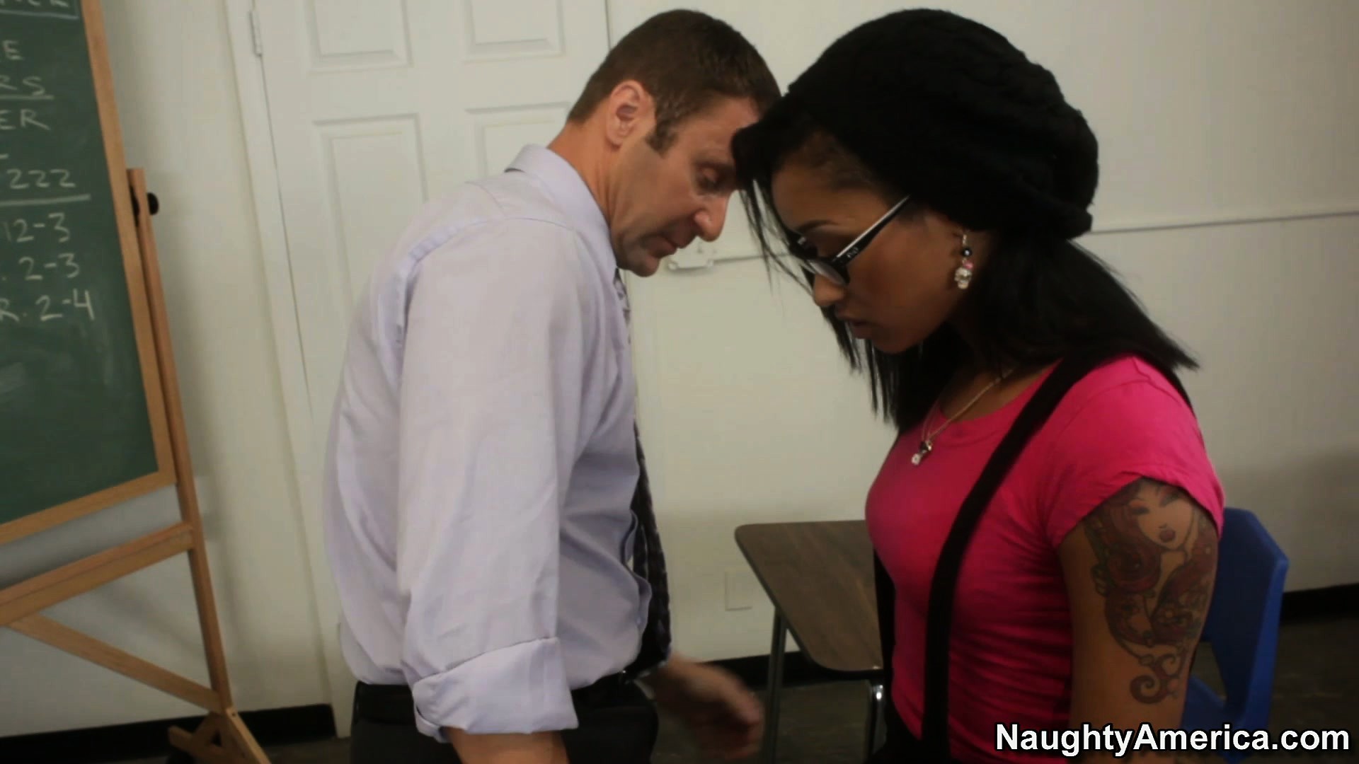 Porno Video of Skin Diamond Arrives At Her Office To Find Sex Pest Wants To Cause Trouble