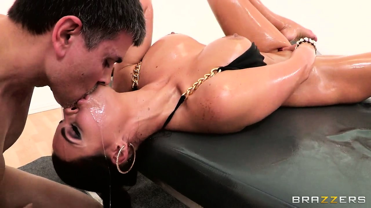 Porno Video of Hot Ass To Mouth Action In The Masseur Table With Milf Phoenix Marie