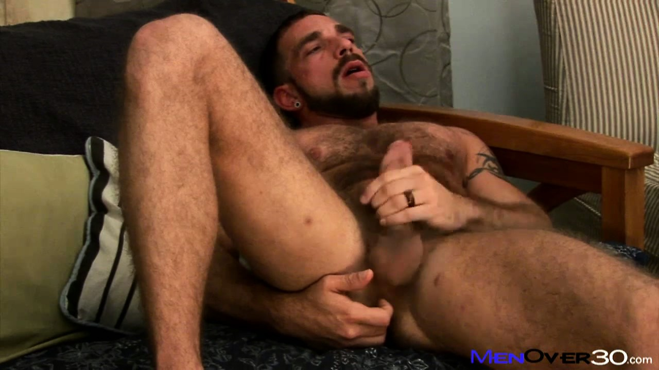 Porno Video of Gay Bear Plays With His Tight Butthole While Jacking On His Dick