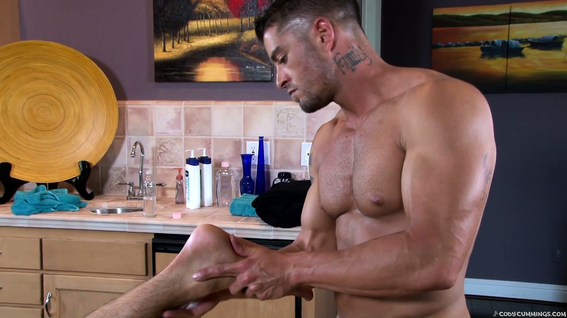 Sex Movie of Master Masseur Works A Hot Buff Guy From His Head To His Toes