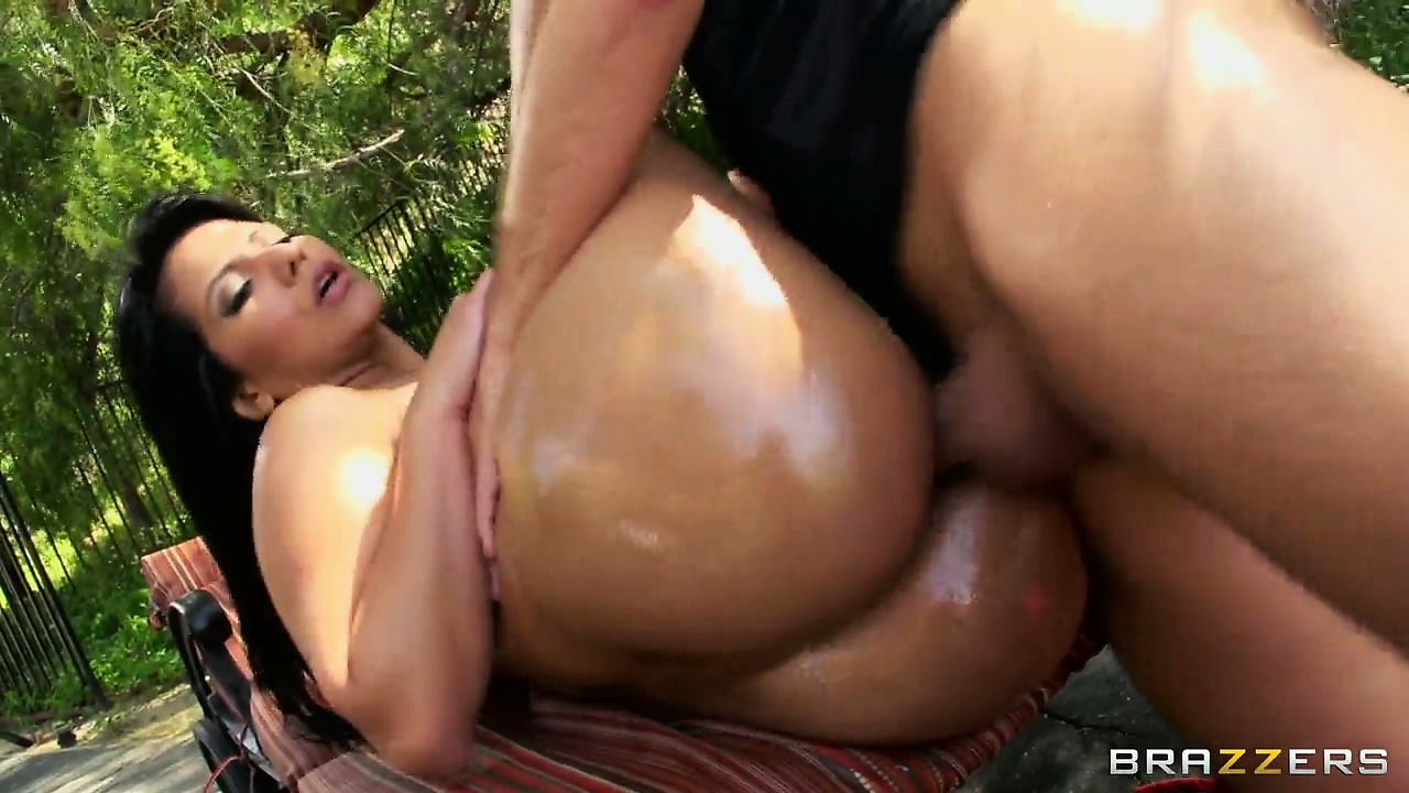 Porno Video of Her Oiled Up Whale Tail Is Ready For Some Hardcore Anal Porking