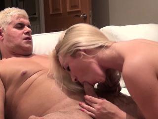 Blonďatá Nympho S Velkými Prsa Viktorie Léta Vezme Kohout Pro Jízdu