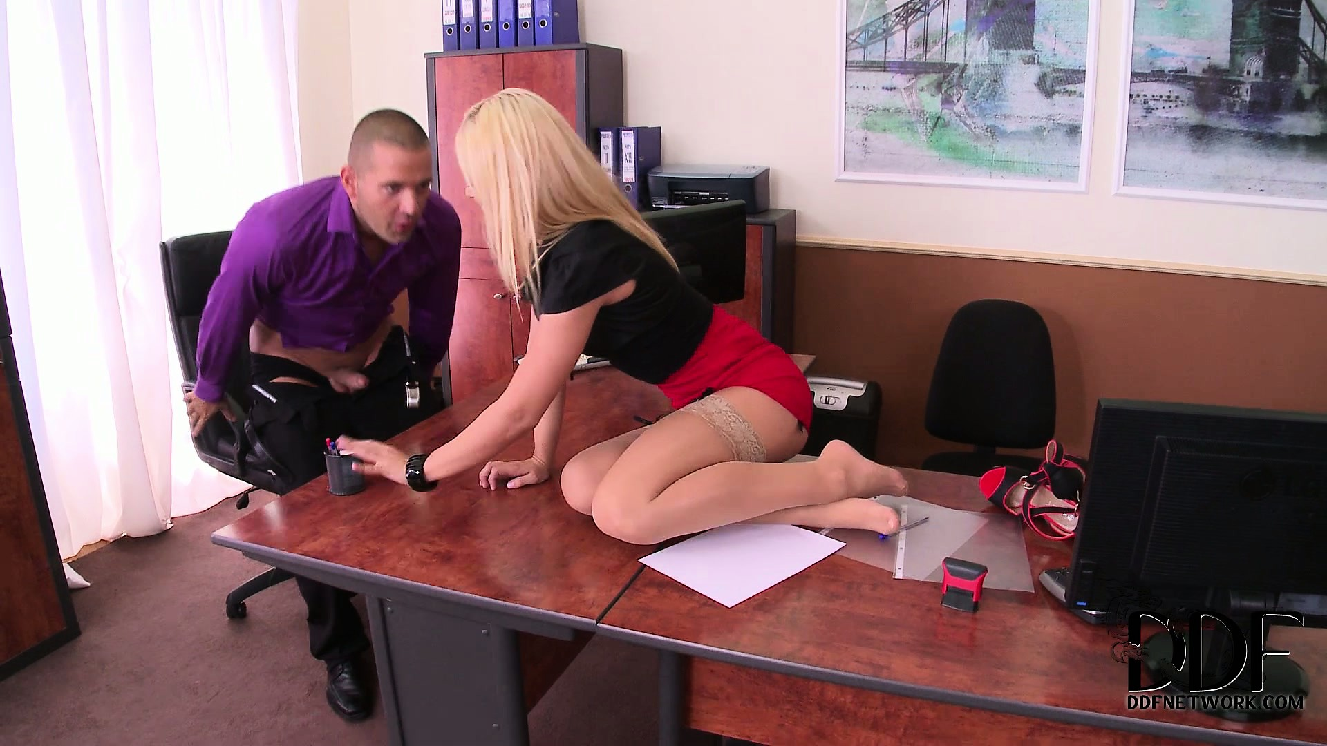 Porn Tube of Tiny Blonde Secretary Gives Her Boss Dicktation And Gets Cunt Licked