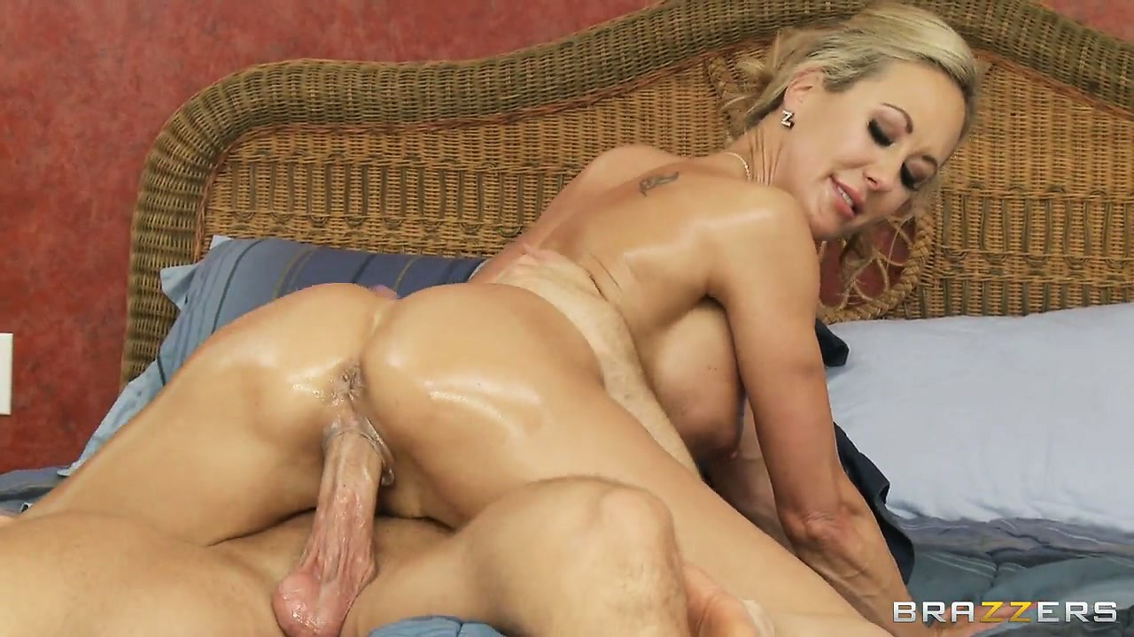 Porno Video of Up High For Cock To Get As Deep As It Can, Pussy And Ass Wide