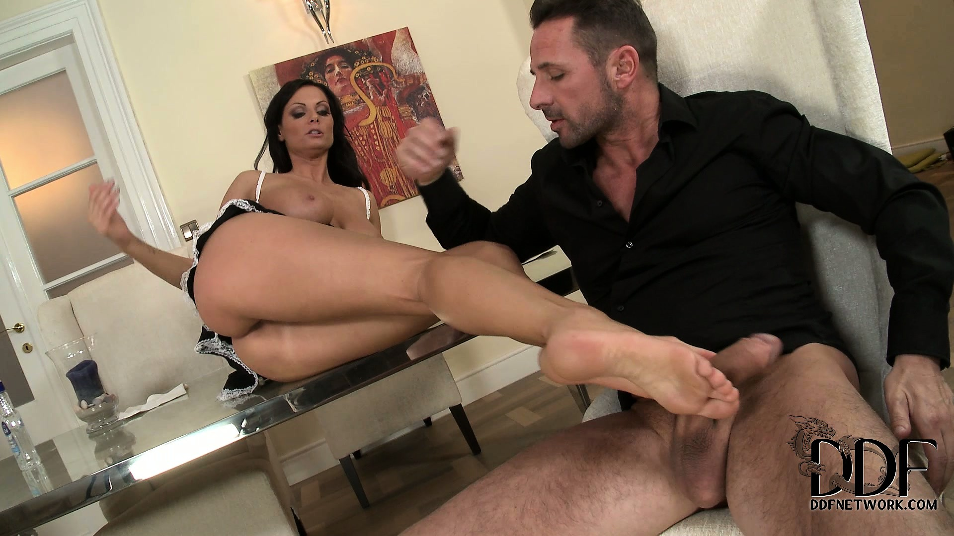 Porno Video of The Attractive Brunette Strokes That Dick With Her Feet Until He Reaches His Orgasm