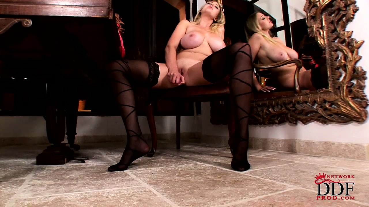 Porno Video of Blonde Babe In Black Nylon Stockings Stuffs Her Pretty Pink Cunt