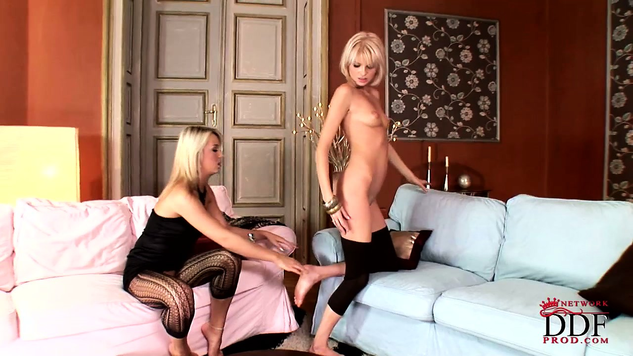 Sex Movie of These Kinky And Shapely Lesbian Babes Have A Thing For Pretty Toes