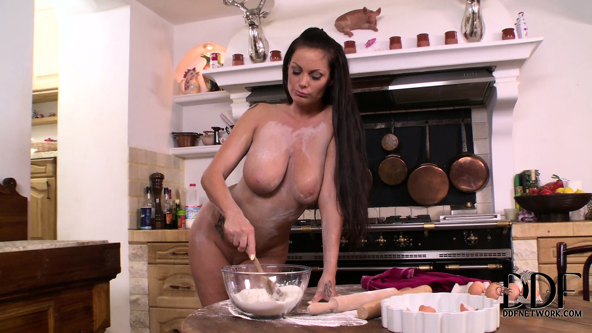 Porno Video of Beautiful Babe With A Hot Ass And Divine Natural Tits Pleases Herself In The Kitchen