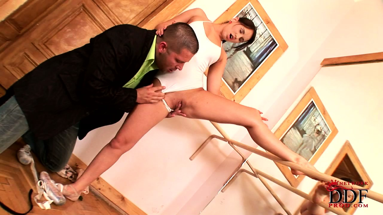 Porno Video of Film Crew Checks Out Her Flexibility, Likes It And Gets Some Head