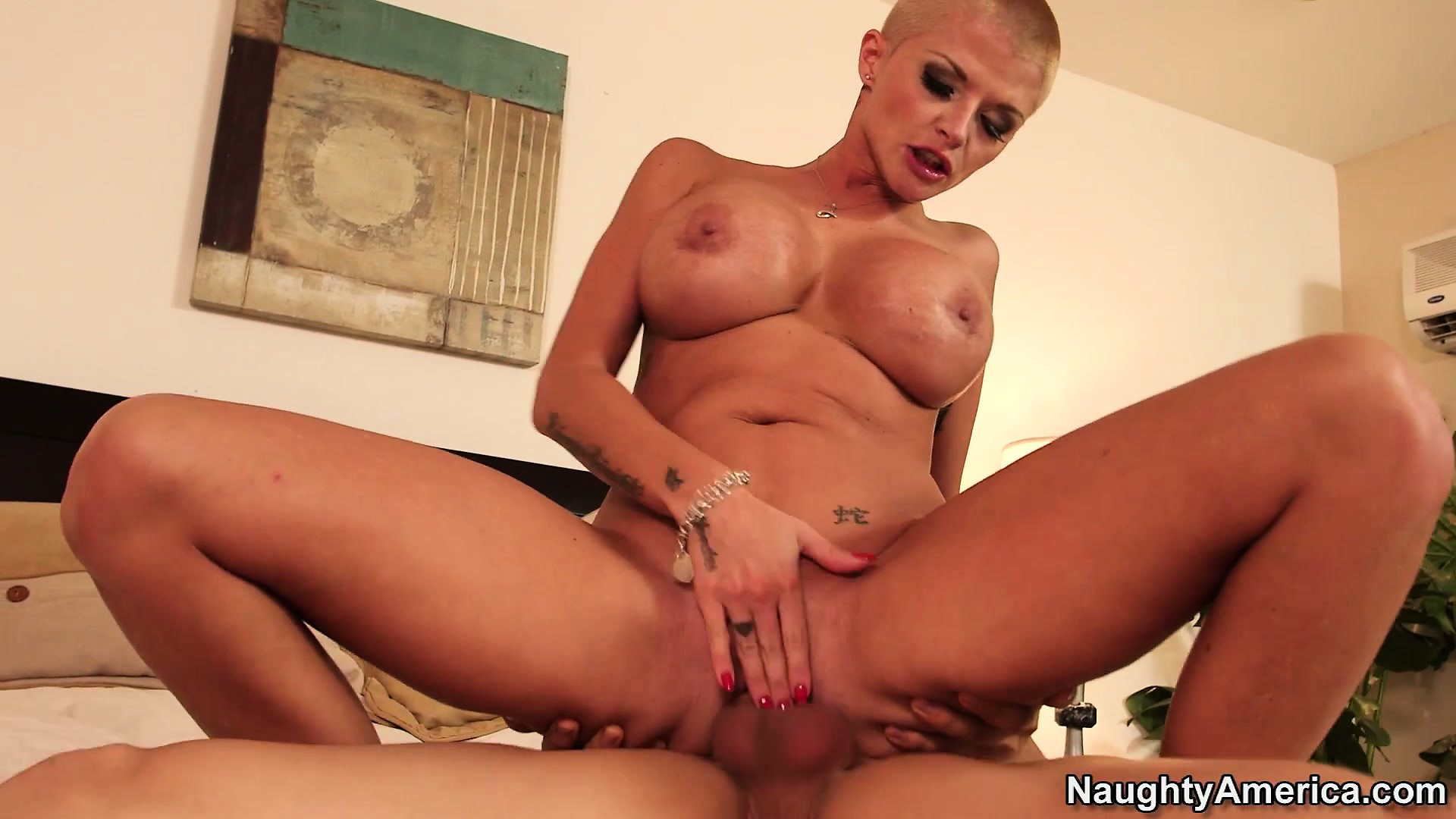 Porno Video of Joslyn James Is Short-haired, Stacked, Sexy And So Damn Horny
