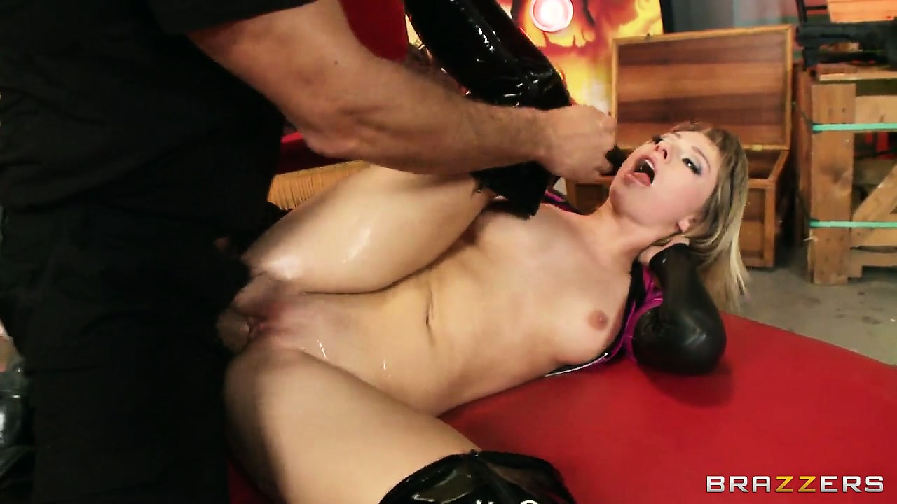Porno Video of Movie Star Cock Sucking And Pussy Magic Make This Hottie Smile