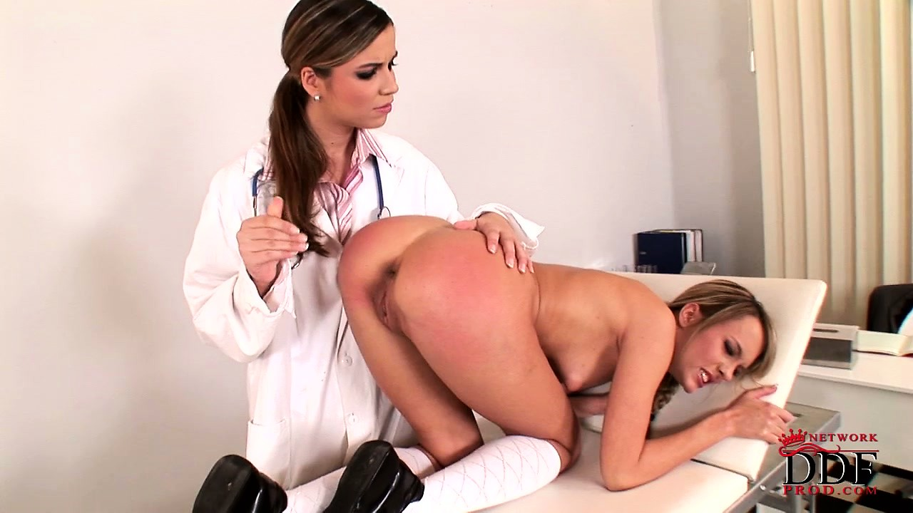 Porno Video of Naughty Doctor Gives A Cute Teen's Shapely Bum A Mean Spanking