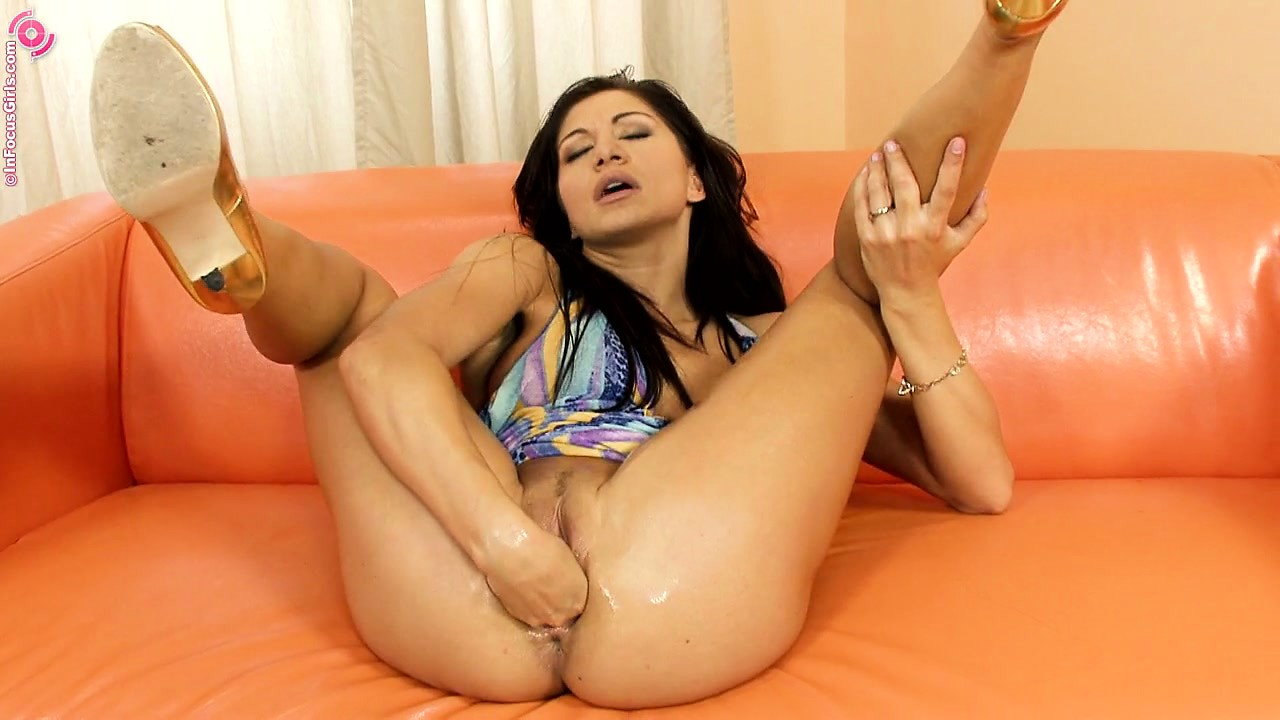 Porno Video of Sexy Brunette Babe Goes Solo On The Leather Couch With Her Dildo And Fist