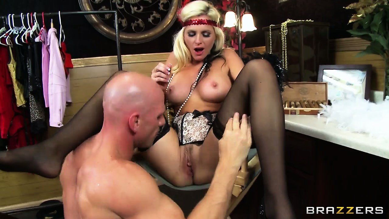 Porno Video of Big-ass Vintage Blondie Gets Her Shaven Pussy Destroyed By A Monster Cock