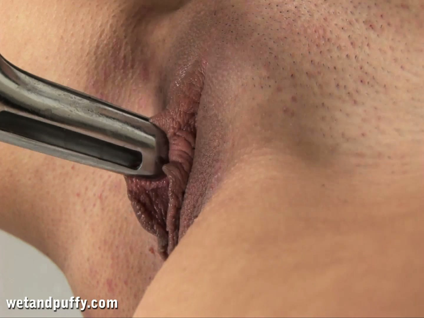 Porno Video of Felicia Spreads Her Pink Cunt Wide Open With A Metal Speculum