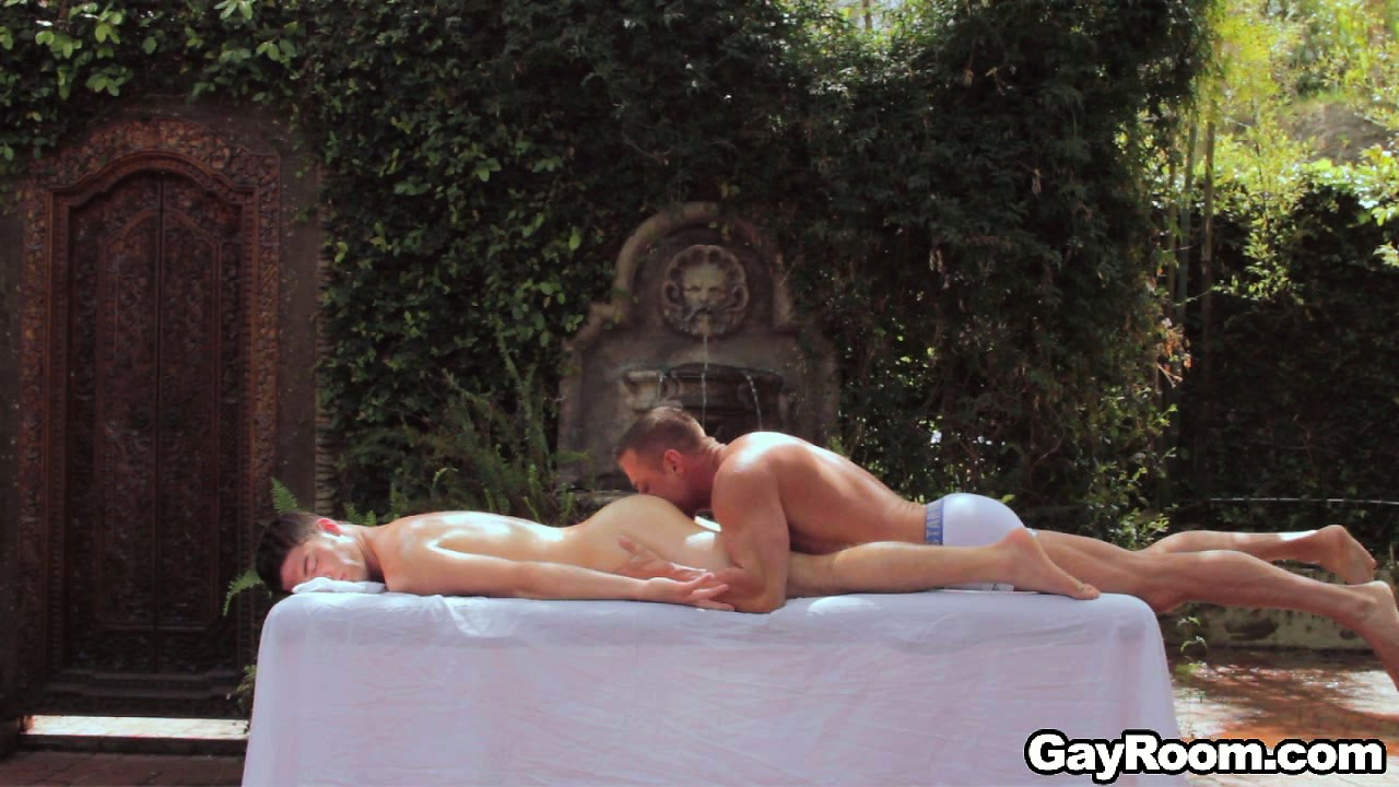 Porno Video of A Massage In The Yard Turned Into A Session Of Raw Gay Action
