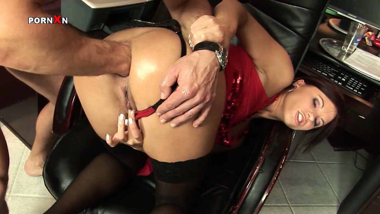 Sex Movie of Secretary Alysa Has Fucked Up Her Work Again And Is Getting Punished With Anal Fisting