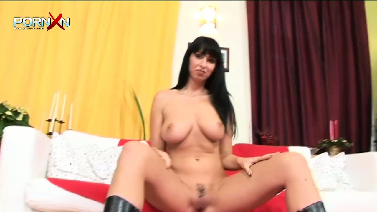 Porno Video of Bootylicious Brunette With Nice Body Features Is Done By Fuck Machine