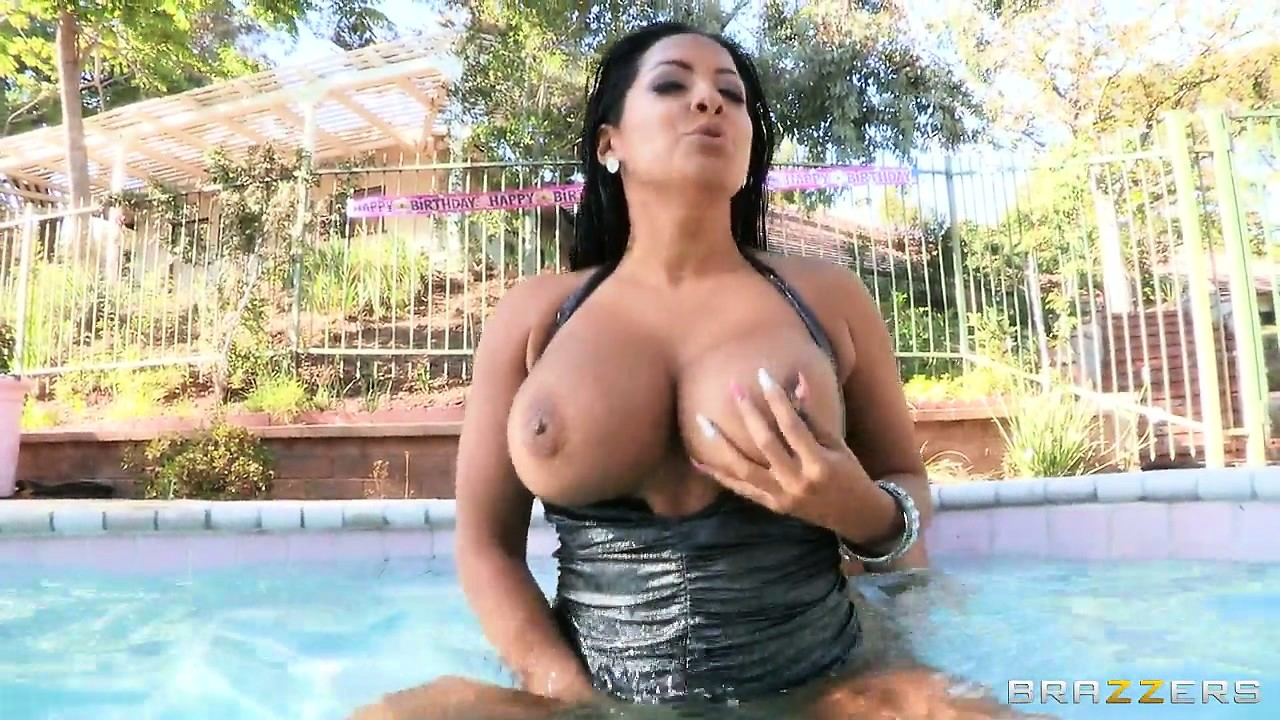 Porno Video of Bit Tit Brunette Is Getting Her Shaved Pussy Drilled In The Pool
