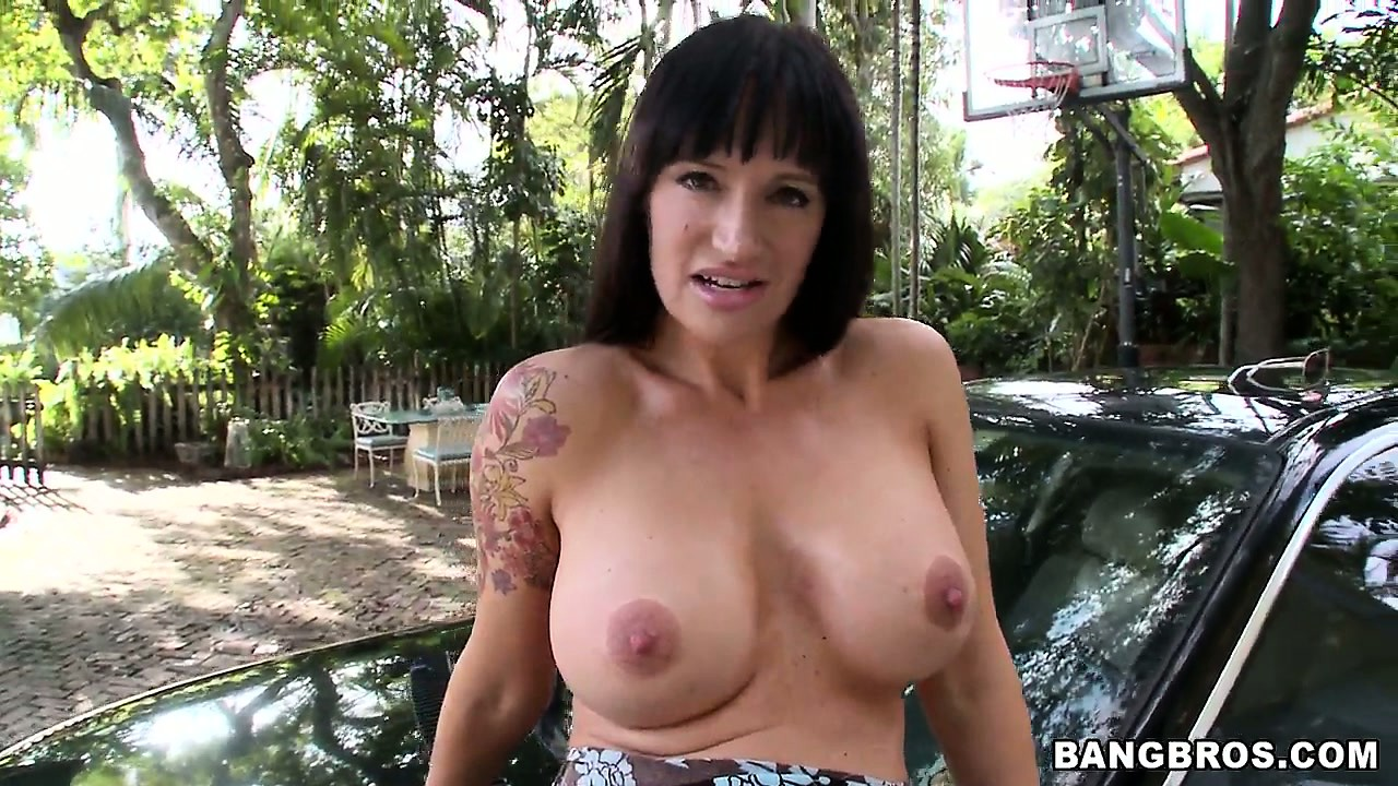 Porno Video of Stacked Milf Strips Her Attractive Dress And Reveals Her Lovely Wet Pussy