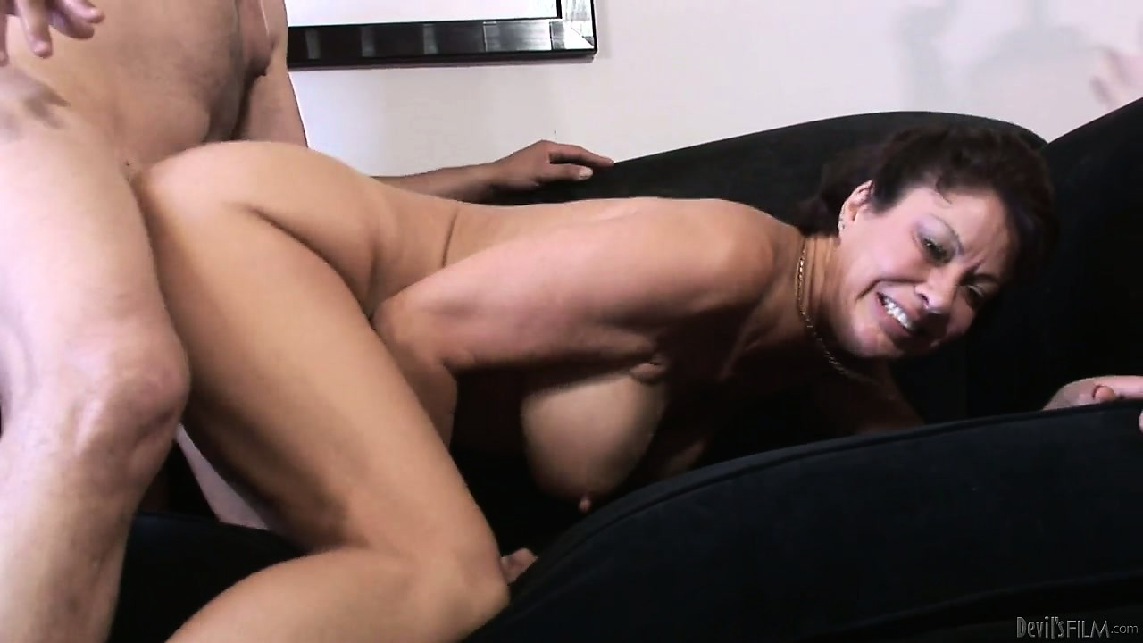 Porno Video of Old Hairy Brunette Bitch Drilled Hard In Her Snatch By A Horny Dude