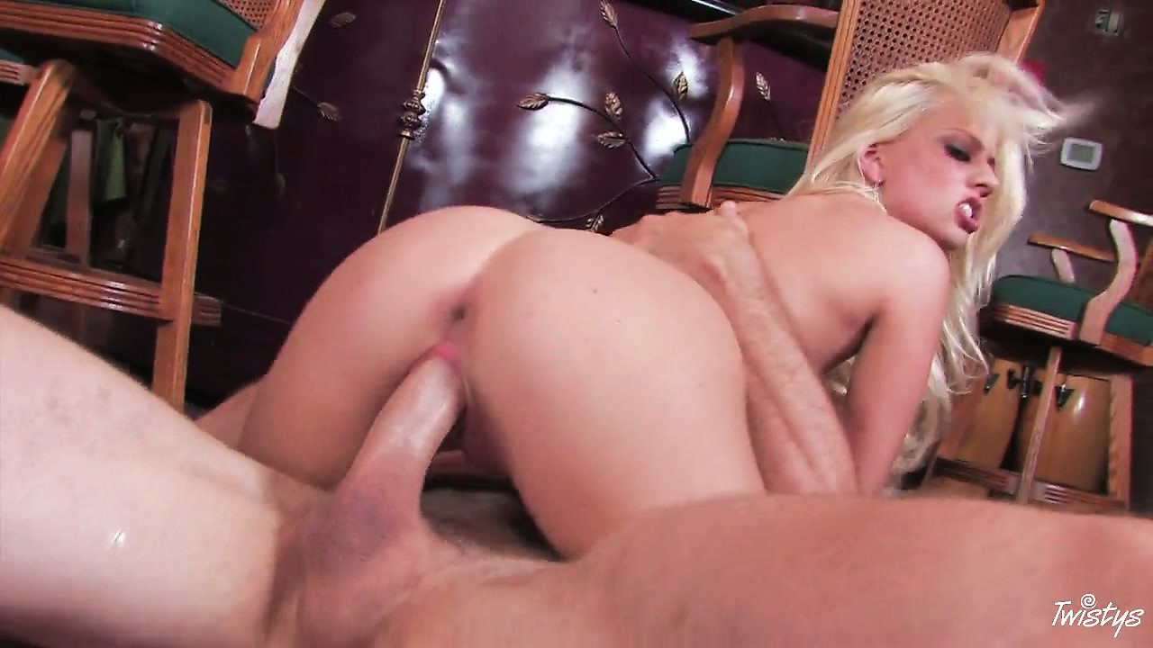Porno Video of She Has To Spread It To Sit Down On That Big Ass Throbbing Cock