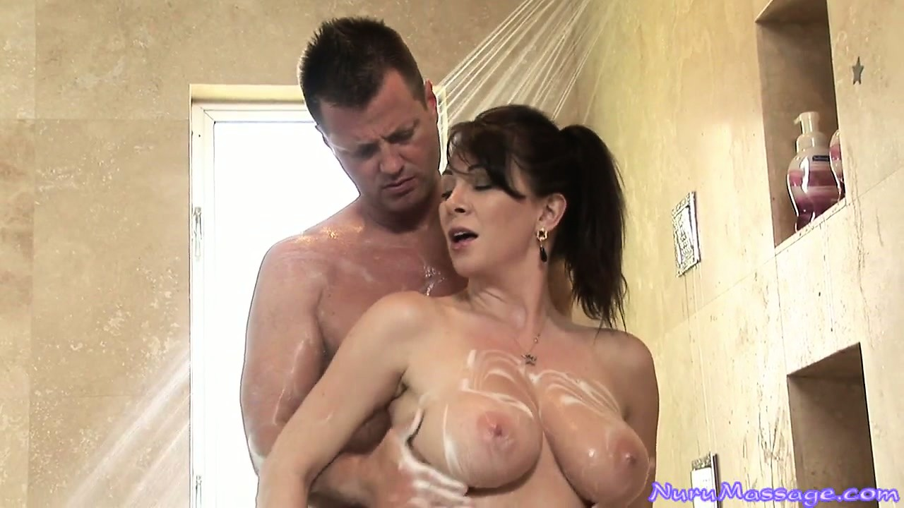 Porno Video of Stunning Brunette With Huge Tits Sets Everything Up For A Wonderful Massage