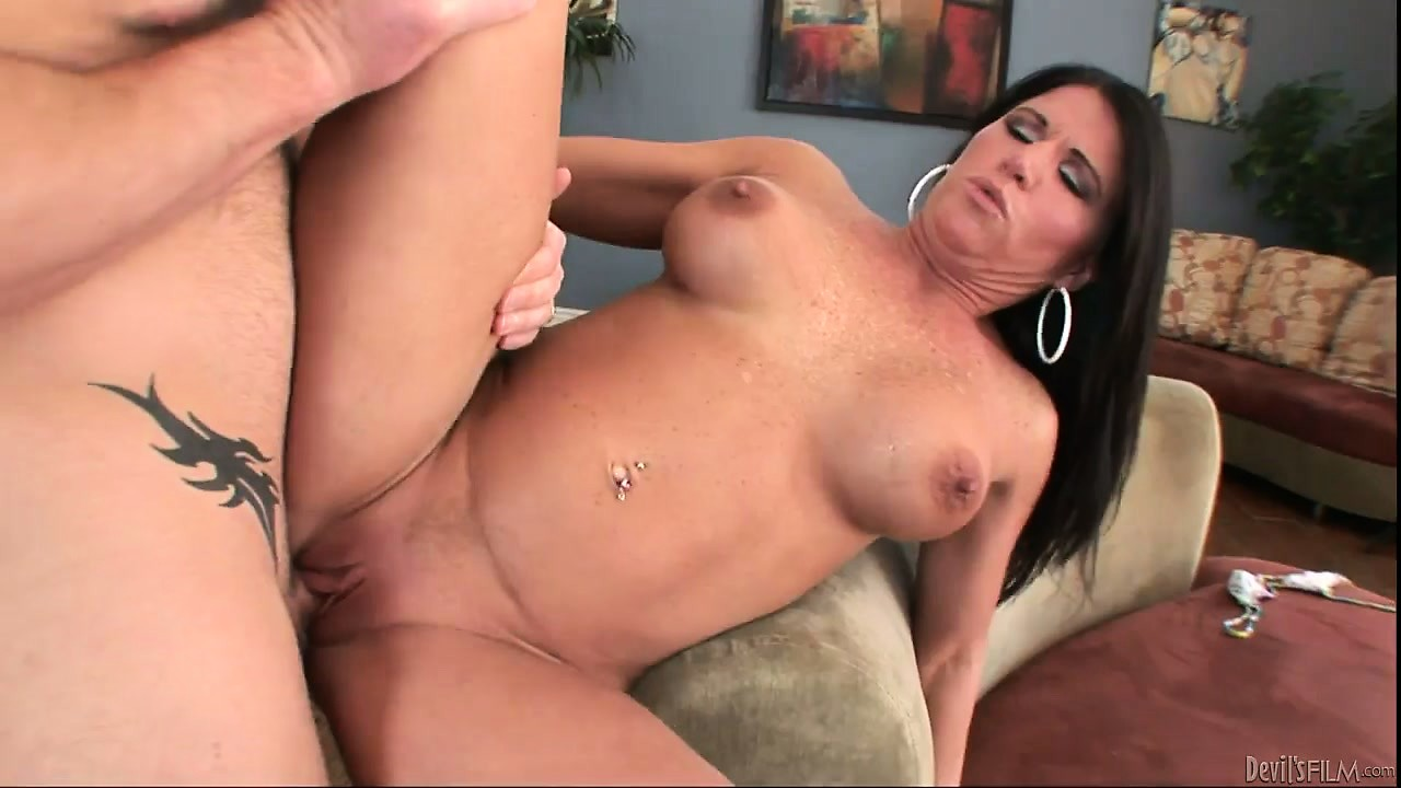 Porno Video of Sweet Brunette With Big Pussy Lips Is Happy With This Marvelous Penis