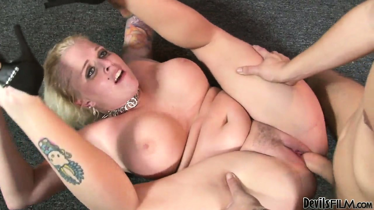 Porno Video of The Hot Blonde Relishes Every Moment Of That Hot Pussy Drilling Action
