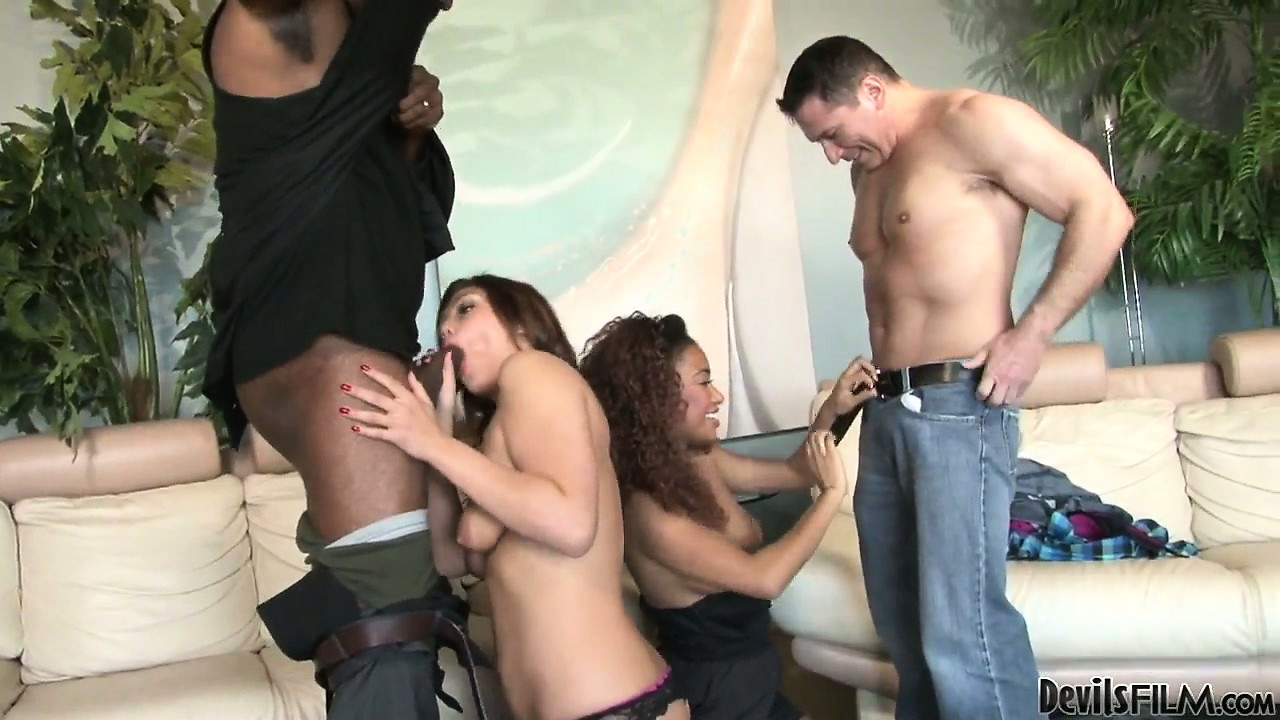 Porno Video of Interracial Swingers With This Group Going Black And White Fucking