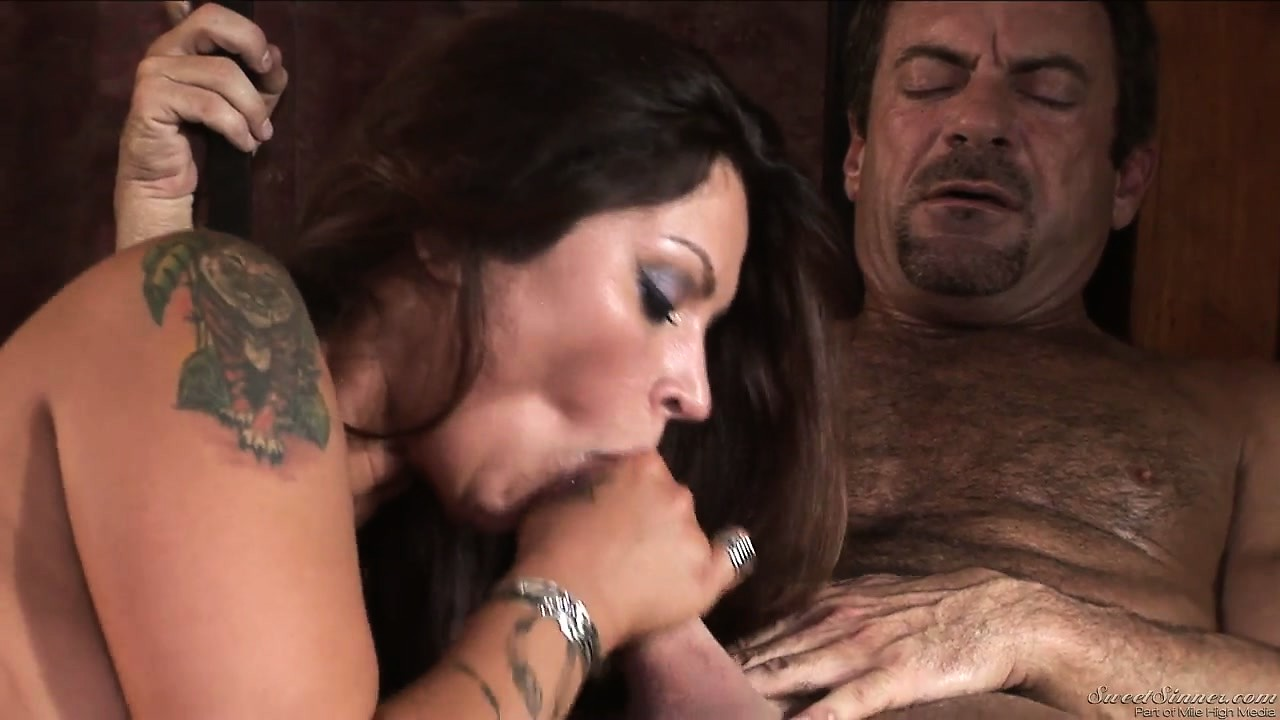 Porno Video of He's Pounding Her Twat And Then She Gives Head And Takes His Load