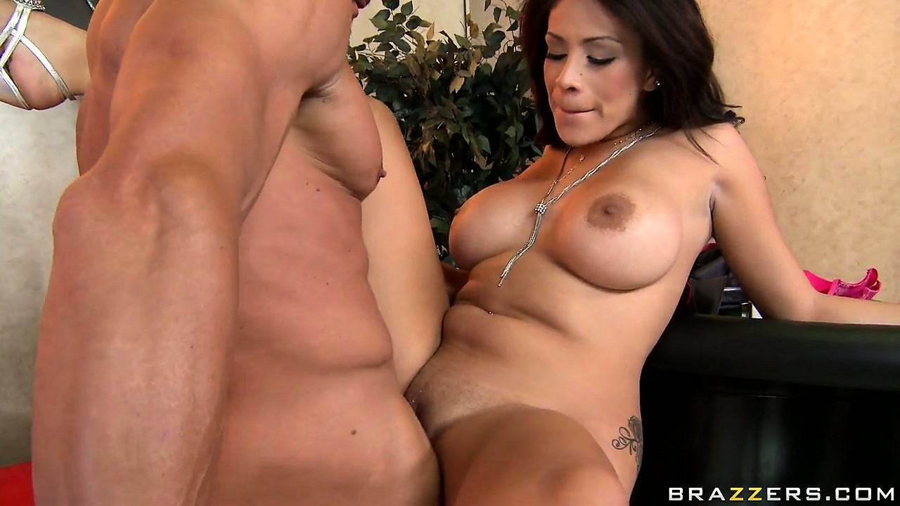 Porno Video of Sweet Brunette Jamie Valentine Getting Her Snatch Slammed Hard