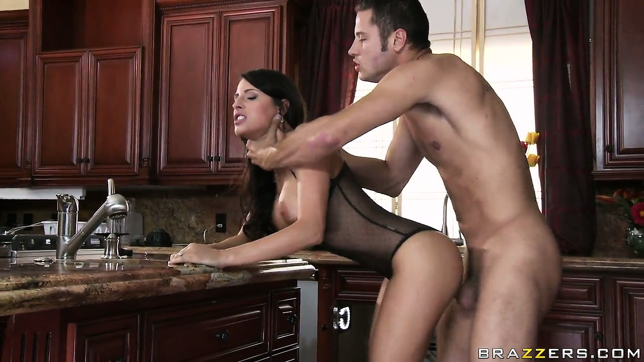 Porn Tube of Nymphomaniac Busty Housewife Gets Her Twat Stretched By The Pumber