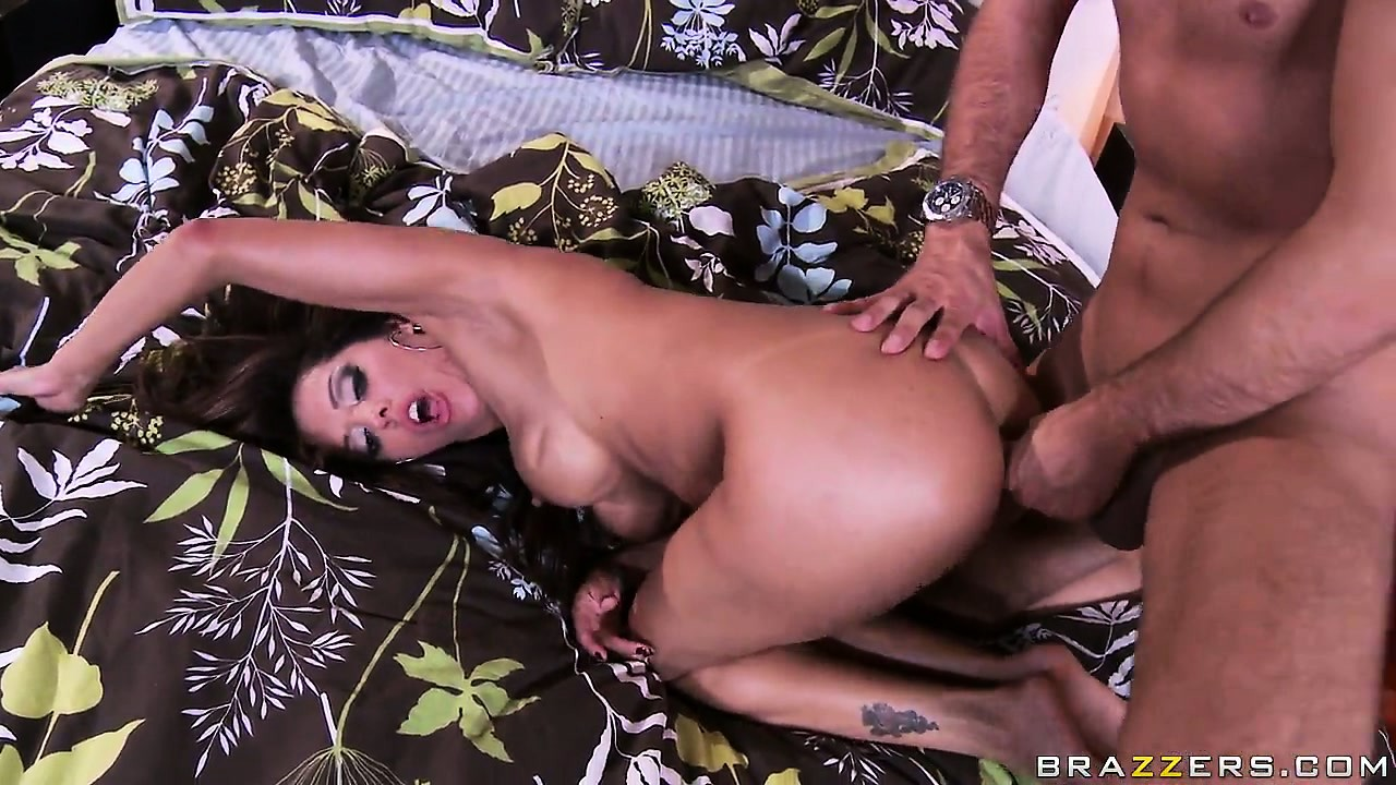 Porno Video of Milf Francesca Le Takes A Huge Cock And Gets Her Mouth Creamed