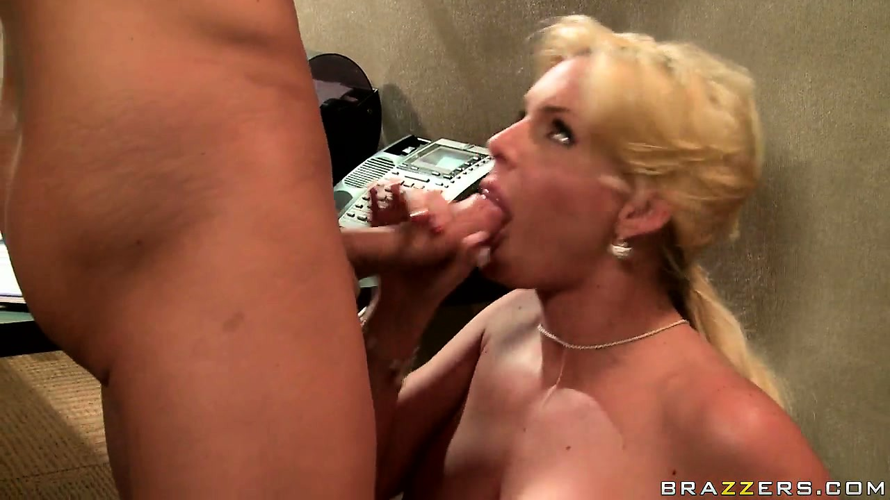 Porno Video of Blondie Unwinds With Her Boss Letting Him Fuck Her Cute Face