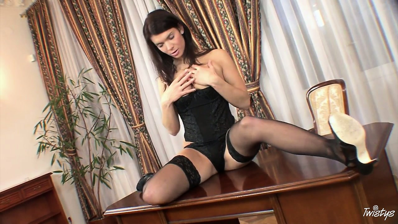 Porno Video of All In Lace And Black, This Dark Hair Beauty Has Some Hot Finger Fun