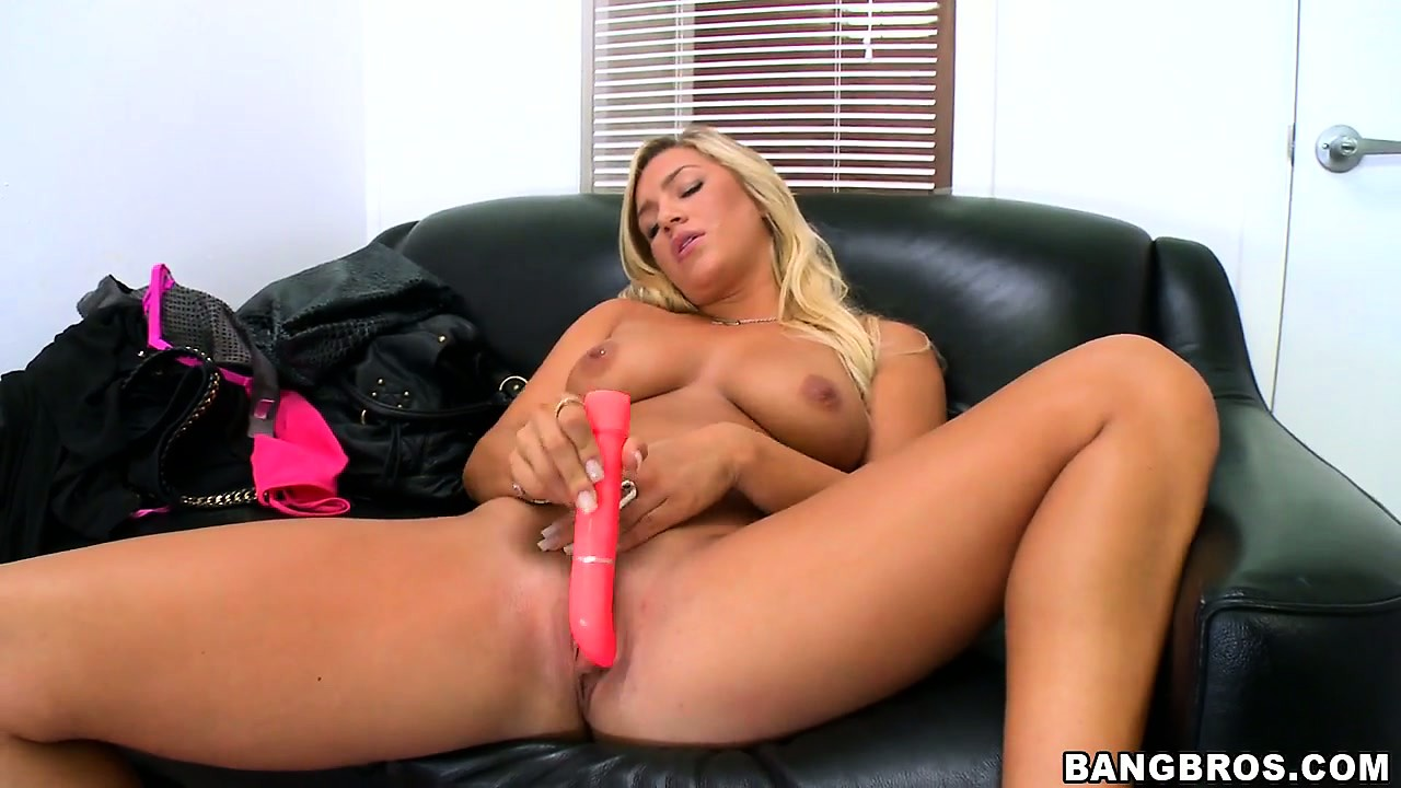Porno Video of Talented Bitch With Nice Hair Pets Her Clit And Sucks Big Shaft